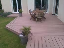 terrasse en bois suspendue construire terrasse en composite sur dalle beton