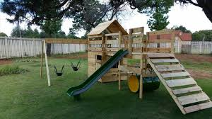 Backyard Jungle Gym by Diy Reclaimed Pallet Jungle Gym Pallet Playhouse 99 Pallets