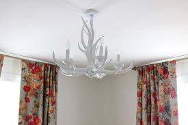 How To Make Antler Chandeliers Rosie S White Antler Chandelier Thewhitebuffalostylingco