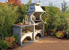 cuisine d été extérieure en cuisine d été extérieure avec barbecue en reconstituée