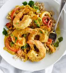cuisiner des crevettes recette délicieuse de crevettes dans une sauce thaïlandaise