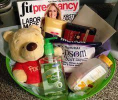 pregnancy gift basket gift guide pregnancy care package regalos paquetes de ayuda y