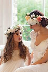 Hochsteckfrisurenen Hochzeit Romantisch by Brautfrisur Mit Blumenkranz Frisuren Mit Frischen Blumen