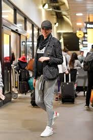 Rhode Island traveling outfits images Gadot travel outfit lax airport in la 1 6 2017 jpg