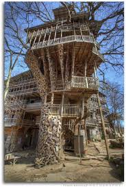 20 beautiful and amazing tree house wallpapers pics warner buzz