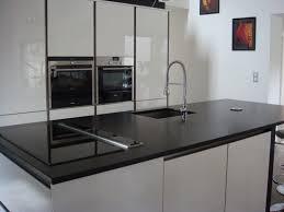 cuisine granit noir aménagement cuisine granit noir