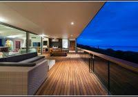 balkon handlauf holz gartenhaus mit veranda holz veranda hause dekoration bilder