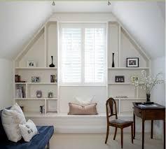 chambre dans les combles design interieur chambre combles mobilier sur mesure pratique blanc