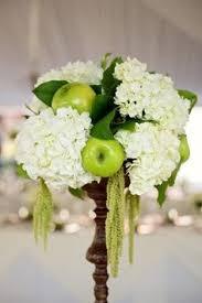 Apple Centerpiece Ideas by Chocolate Covered Green Apples With Stick With Place Card In Clear