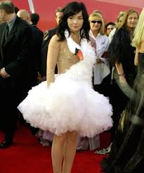 swan dress in honor of the oscars let s revisit bjork s infamous swan dress