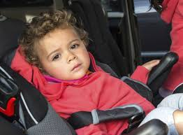 reglage siege auto epaules de l enfant en dehors du harnais siège auto doctissimo