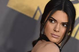 Kylie Jenner Meme - kendall jenner mocks her sister kylie on instagram with funny meme