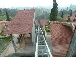 ascensore a cremagliera vista dalla terrazza sotto la reception photo de bromo cottages