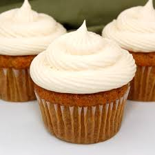 carrot cake cupcakes with cream cheese frosting koláče syr a