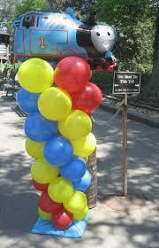 thomas the tank engine made of balloons great decor if your thomas balloon column