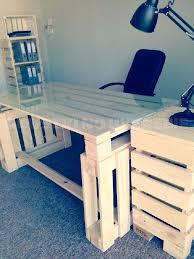 fabriquer un bureau avec des palettes fabriquer bureau faire un bureau en bois de palette des modales