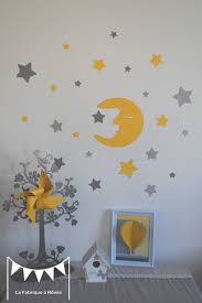 decoration etoile chambre stickers lune et ses 20 étoiles jaune et gris décoration
