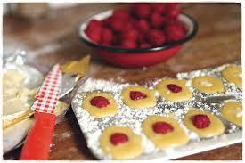 english raspberries with crema di mascarpone and almond croquante