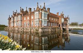 House With A Moat Moat House Stock Photos U0026 Moat House Stock Images Alamy
