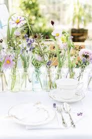 deko blumen hochzeit die besten 25 blumen tischdeko ideen auf kleine vasen