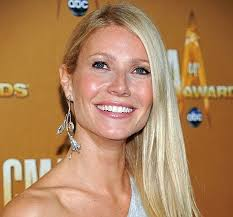 ds hair extensions gwyneth paltrow suffers embarrassing hair extensions fail metro news