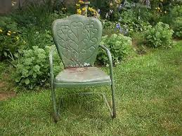 Lawn Chair High Rehab I Just Love These Vintage Metal Lawn Chairs Love This Piecrust