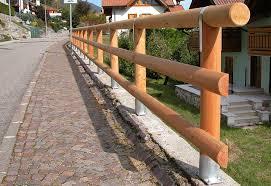 ringhiera in legno per giardino pali in legno per recinzioni staccionate e steccati