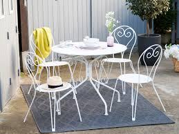 table ronde et chaises salon de jardin 4 places table ronde en acier avec