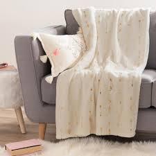 jeté de canapé maison du monde jet de lit blanc boutis couvre lit dessus de lit jet de lit becquet