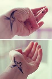 tattoo finger schmerzen love it s like a mama bird and baby bird let her fly but always
