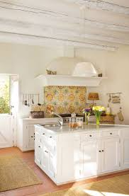 pictures of kitchen backsplashes with white cabinets best 25 spanish tile kitchen ideas on pinterest mexican tiles