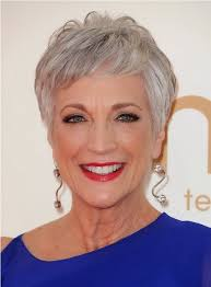 16 stylish short hairstyles for older women