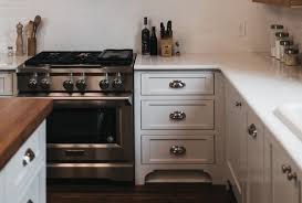 shaker style kitchen cabinet pulls 9 ways to decorate your kitchen for the season