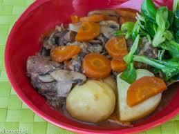 cuisiner joues de porc mijoté de joues de porc aux chignons et carottes recette ptitchef