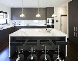 modele cuisine ilot central cuisine moderne avec ilot c3 aelot dangle style blanc inox bois noir