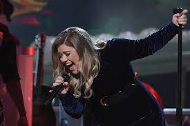 kelly clarkson previews new song u0027love so soft u0027