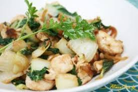 cuisiner au wok la cuisine au wok avec une recette de poulet saté et pak choï