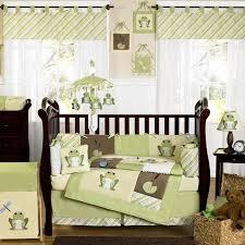 chambre deco bebe chambre bébé vert anis