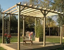 tonnelle de jardin en bois espaces et bois installation pose de pergola bois terrasse en