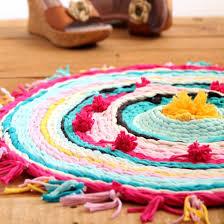 How To Make T Shirt Yarn Rug T Shirt Yarn Gallery Craftgawker