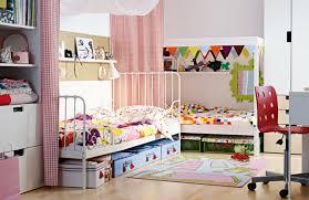 stauraum kinderzimmer kinderzimmer farbige gardinen schöne bettwäsche stauraum ideen