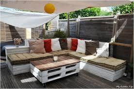 canapé d angle de jardin canapé d angle extérieur bois et table basse palette photo de