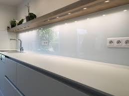 cuisine en verre blanc crédence de cuisine en verre laqué blanc atelier du verre créations