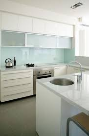 glass backsplashes for kitchen 28 trendy minimalist solid glass kitchen backsplashes digsdigs