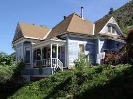 What Is A Rambler Style Home Queen Anne Architectural Styles Of America And Europe