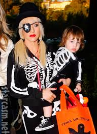 photos celebrity halloween costumes u2013 christina aguilera and max