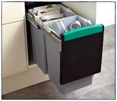 rangement poubelle cuisine poubelle brico depot a en plastique l poubelle cuisine automatique