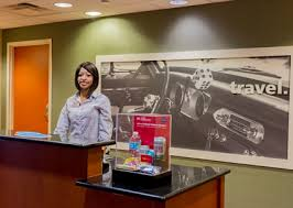 Front Desk Attendant Hampton Inn And Suites Radcliff Hotel Rooms