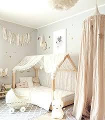 déco chambre bébé gris et blanc idee deco chambre bebe fille lit bacbac montessori tapis gris a
