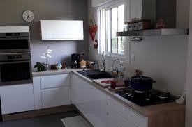 cuisine equipee blanche réalisations cuisine équipée moderne blanche et bois de cuisines